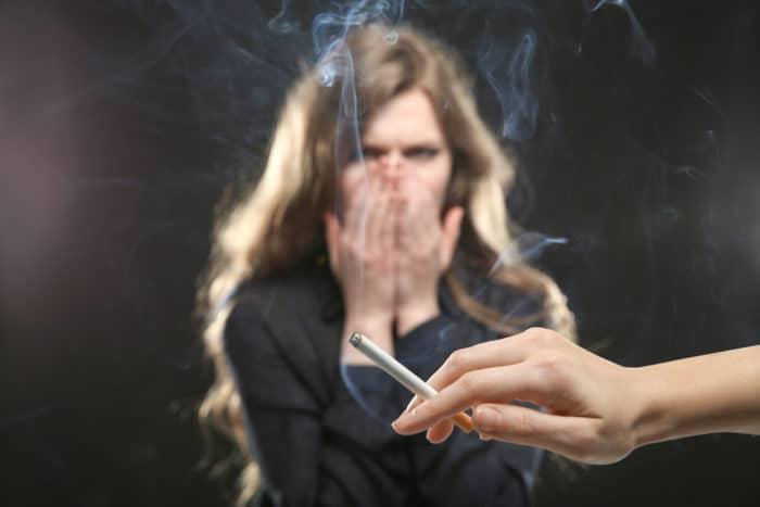 a cigarettafüst veszélye a passzív dohányzók számára